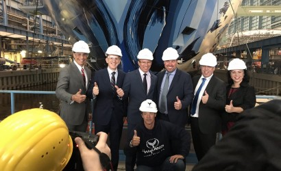 Wyland adds final flourishes to Norwegian Bliss
