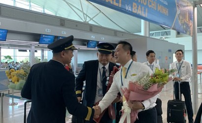 Vietnam Airlines takes off for Bali, Indonesia
