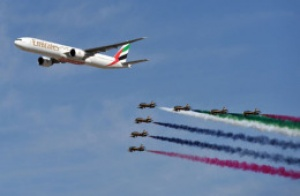 Emirates closes Dubai Airshow with air display