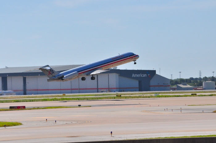 American Airlines waves farewell to McDonnell Douglas MD-80