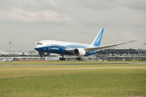 Boeing 787 Dreamliner arrives at Dubai Air Show