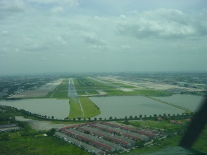 Thai airport closed as flood waters rise