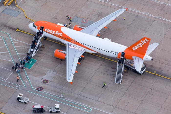 EasyJet share price takes off as airline benefits from industry turbulence