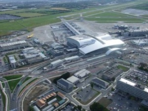 Terminal 2 opens at Dublin Airport to bailout background