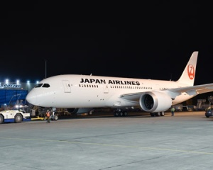 First Japan Airlines Dreamliner livery revealed