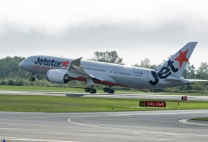 Jetstar receives first Australian Dreamliner from Boeing