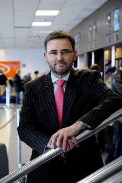 Cardiff Airport chief executive to step down