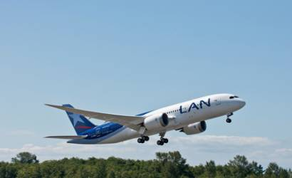 LAN takes delivery of first Dreamliner in Americas