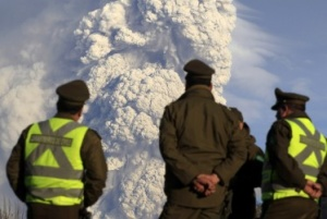 Argentine ash cloud closes South American airports