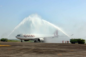 Qatar Airways touches down in Manila