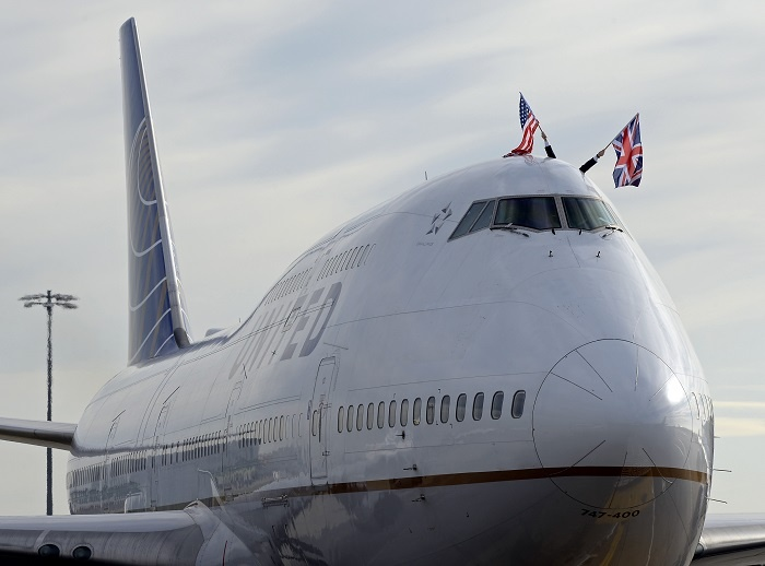 United Airlines waves goodbye to Boeing 747 from Heathrow