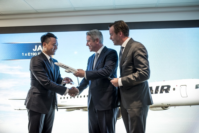 News: Paris Air Show 2017: Embraer signs new E190 deal with Japan Airlines