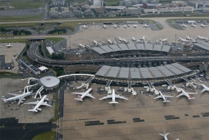 Charles de Gaulle Airport closes two runways