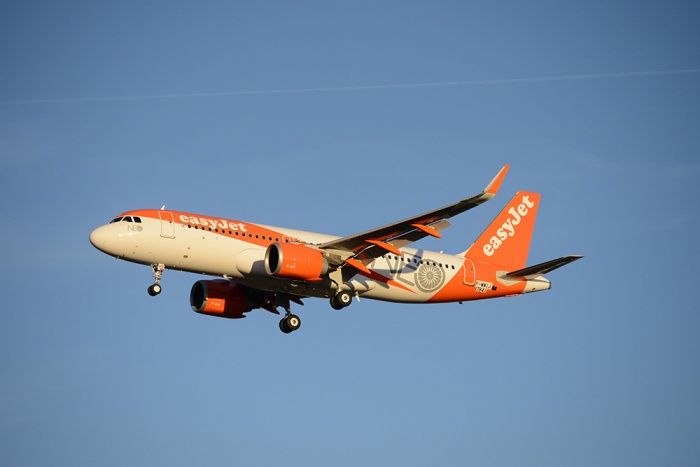 easyJet raises £305m in new aircraft sales