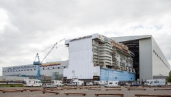 Anthem of the Seas mega block transferred out of building hall