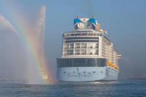 Royal Caribbean signs with STX for three new vessels