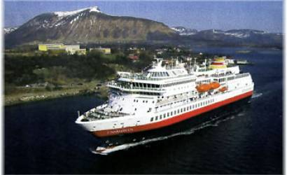 Hurtigruten offers early-booking savings on Antarctica itineraries