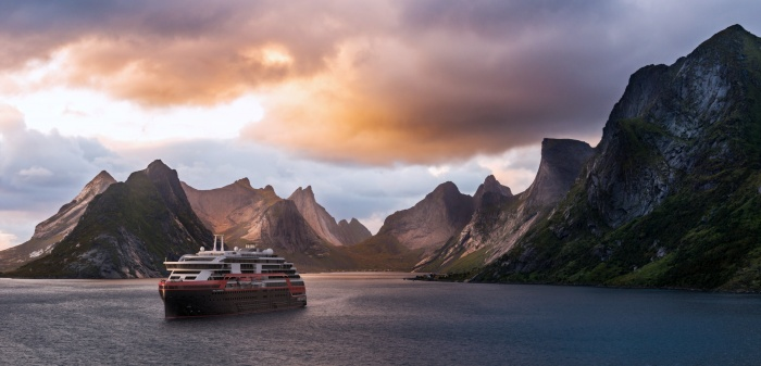 Hurtigruten signs for third hybrid powered expedition ship – Media York MS Roald Amundsen Kirkefjord Norge HGR 118196 6680  002  700x337