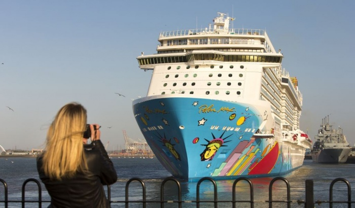 Norwegian Cruise Line Holdings Ltd. (NASDAQ:NCLH) Slumps 4% After Hours Trade