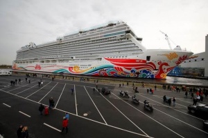 Norwegian Joy floats out in Germany on route to Chinese market