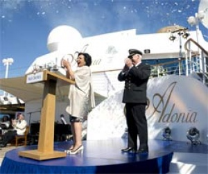 Dame Shirley Bassey names Britain's latest cruise ship