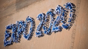 Students and volunteers form Dubai Expo 2020 logo