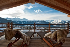 Snow, Cow Bells and Gluhwein – A Guide to Skiing in Switzerland
