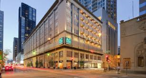 New Chicago hotel opens its doors