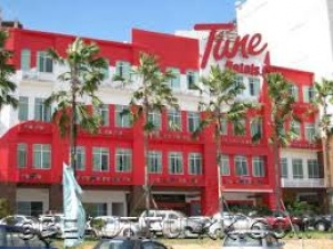 Tune Hotels reveals £200m UK investment plans