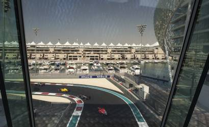 Hamilton takes lead at Abu Dhabi Grand Prix