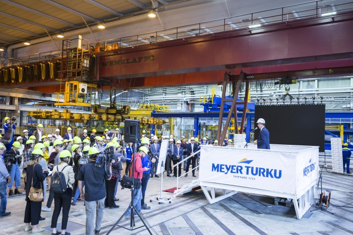 Carnival hosts steel cutting for Costa Toscana in Finland