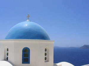 Greece eases fees to boost tourism