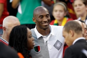 Kobe Bryant works the room for Turkish Airlines