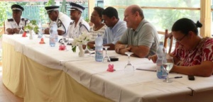 Hoteliers from  island of La Digue meet with government officials