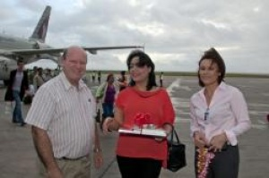 Seychelles hails arrival of its 100,000th visitor for 2012