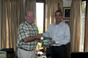 Professor Jack Carlsen discusses sustainable tourism with Minister Alain St.Ange