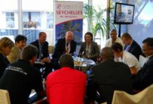 "Seychelles Minister holds ""village like"" press meeting in Durban"