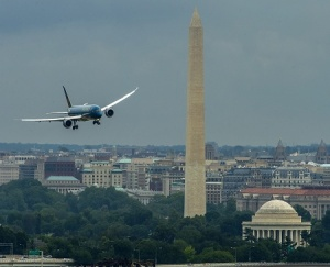Vietnam Airlines celebrates first Boeing Dreamliner with Washington flypast