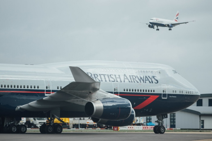 'Queen of the Skies' Boeing 747 makes final landing at Cotswold airport