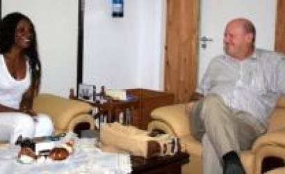 Seychelles and Gabon discuss cooperation in tourism