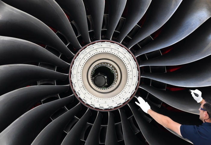Rolls Royce : Plans to Cut 9000 Jobs Amid Major Restructuring