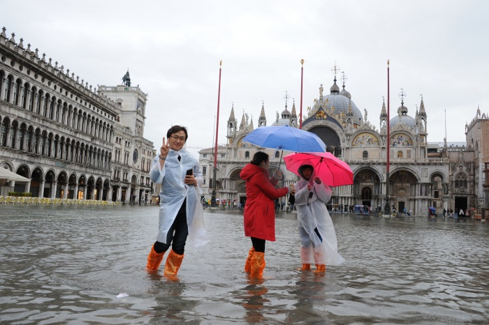 News: Sink Venice: City counts cost following historic floods