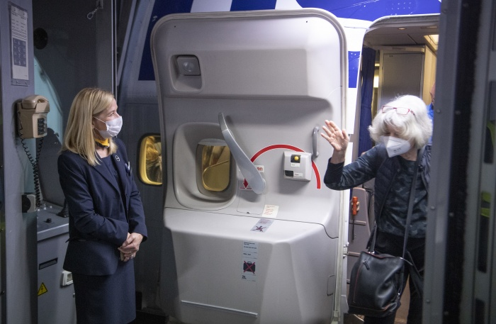 Lufthansa asks passengers to wear masks while onboard