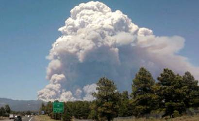 Crews try to keep wildfire from Flagstaff