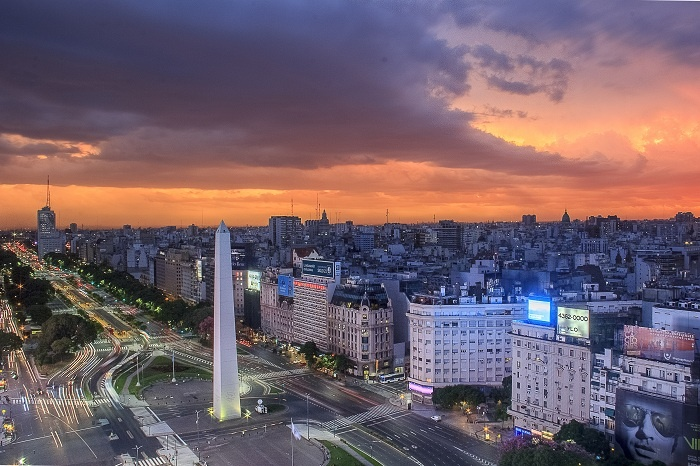 Falling value of peso drives tourism to Buenos Aires