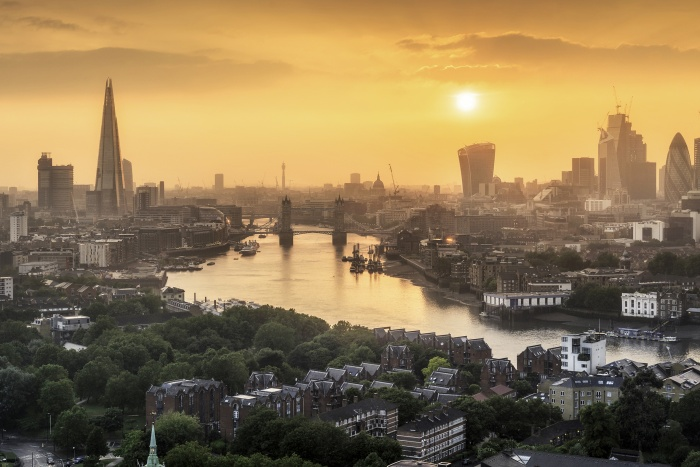 London hotels pull away from regional competitors