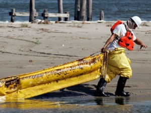 BP oil slick nears Florida's prized beaches