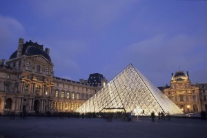 Paris attractions close due to flood risk