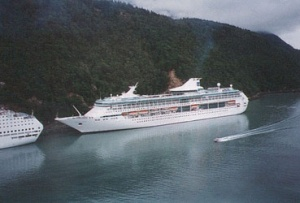 Alaska woos cruise operators with tax cut