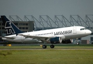 Mexicana strikes deal with cabin crew